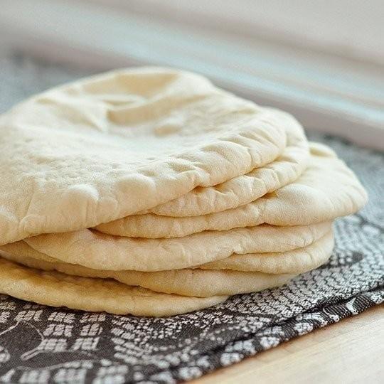 Домашние лепешки пита получаются вкусными - нечего не сказать. Такие нежные, воздушные, тающие во рту.