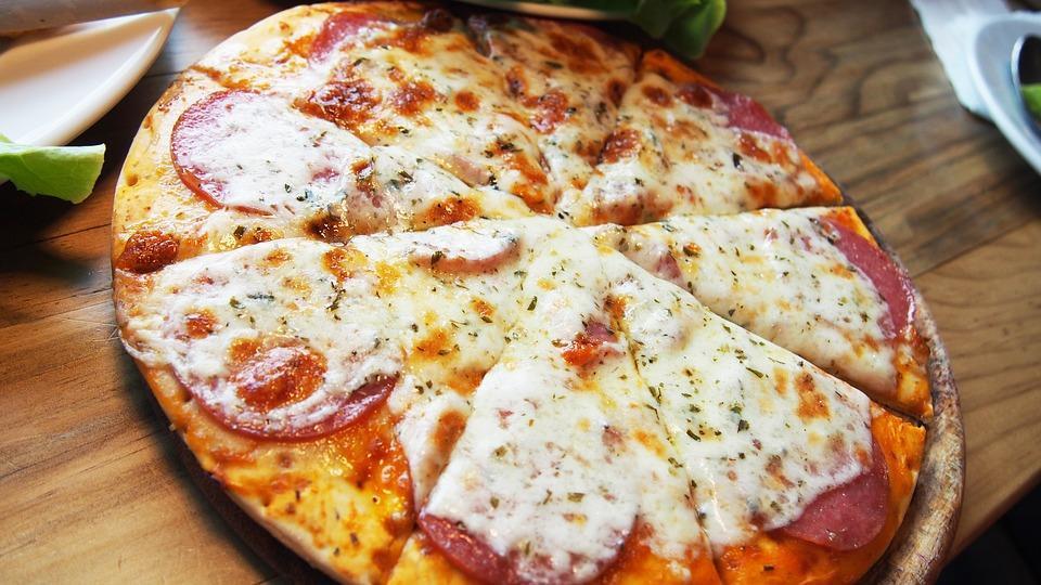 На ужин — пицца! Тонкое тесто и богатая начинка