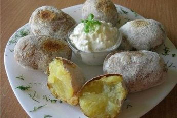 Картошечка получается такая, как испеченная на костре…