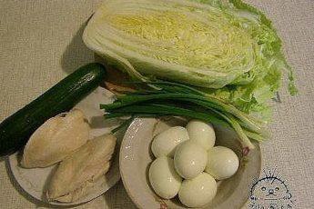 Именно с пекинской капустой получаются самые нежные салаты! Мы собрали для вас 6 лучших рецептов