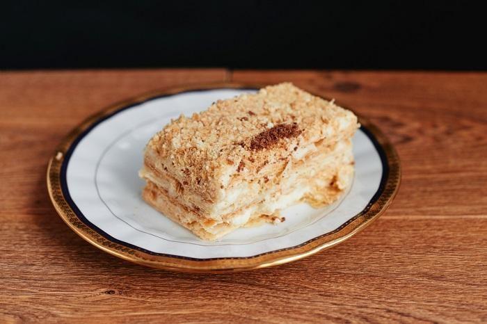 napoleon-cake-dessert-sliced