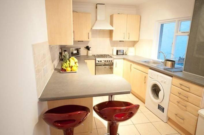 1539222112-7329-galley-kitchen-plans-0-5215443