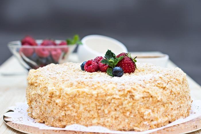 napoleon-cake-with-berries