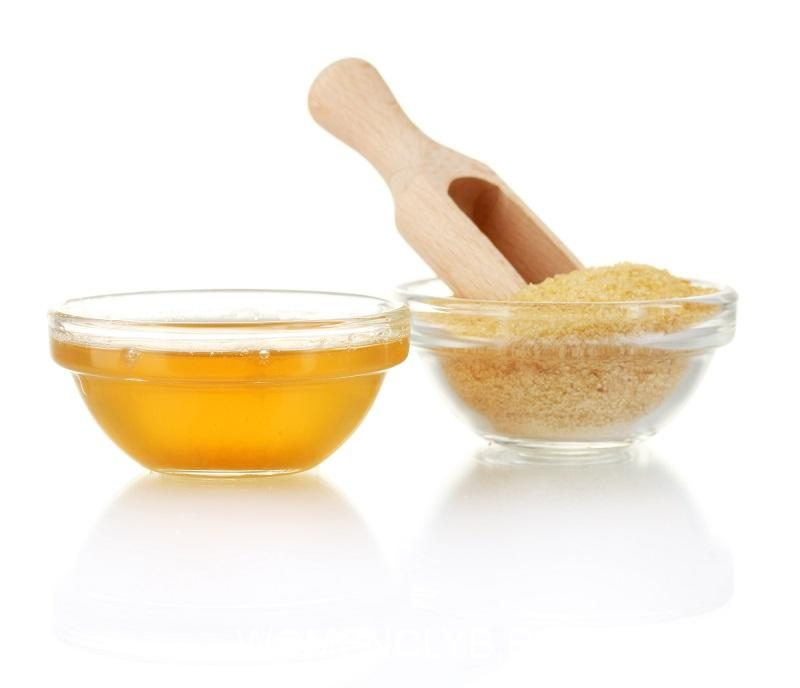 gelatin-in-a-bowl-and-wooden-spoon-isolated-on-white-background-close-up