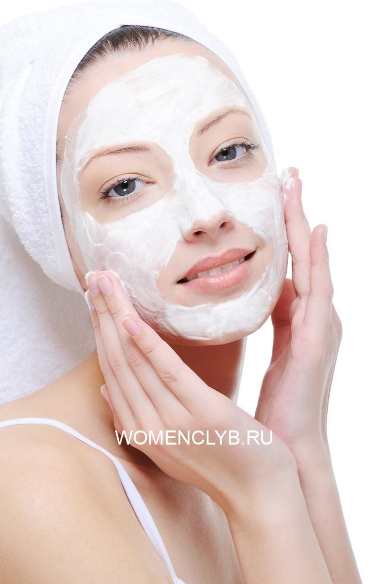 woman-doing-cosmetic-mask