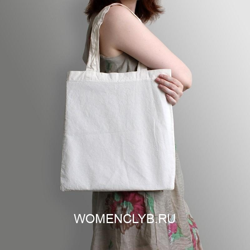 girl-is-holding-blank-cotton-eco-tote-bag-design-mockup
