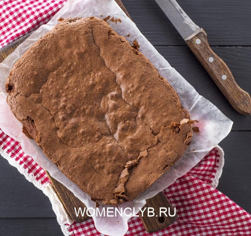 baked-rectangular-brownie-chocolate-pie-on-a-brown-wooden-board-top-view