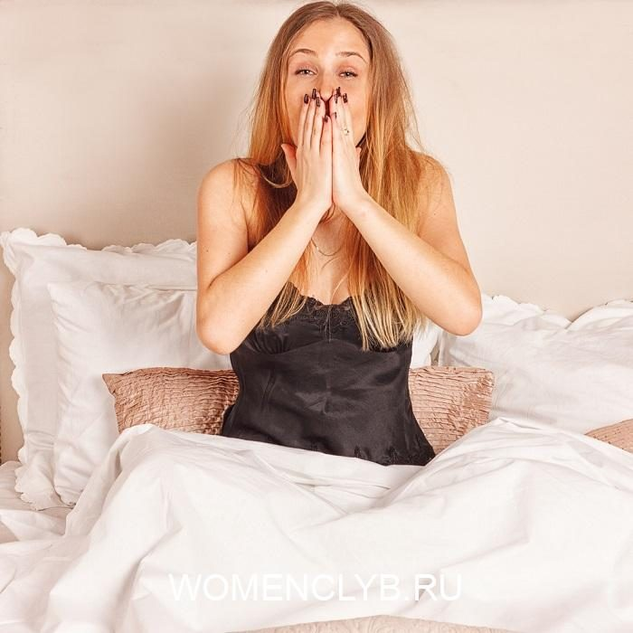 young-girl-yawning-in-bed